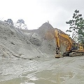 Colapsa piscina de flotación de minera y contamina cuatro ríos