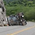 Vuelca camión con cianuro a orillas del río Yaqui