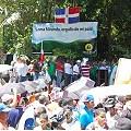 Multitudinaria marcha en defensa de Loma Miranda