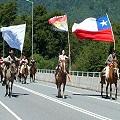 50 mujeres mapuche y no mapuche en travesía a caballo defendiendo el río Puelo