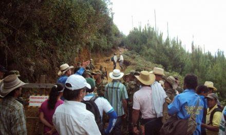 Manifestantes bloquean la vía a la mina de Anglogold en Jericó