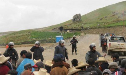 Se reavivan choques entre campesinos y policías por proyecto minero Conga