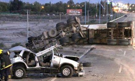 Choque de camión con insumos de explosivos en San Juan