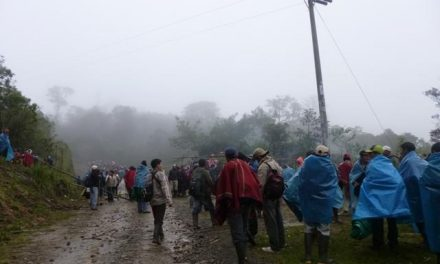Comuneros de Cañaris bloquean vía de acceso a campamento minero