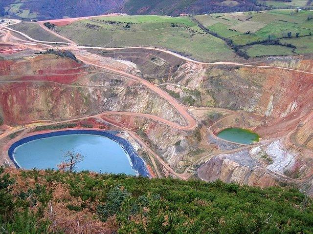 Sancionan con 242.000 € por verter tóxicos de la mina de oro de Boinás