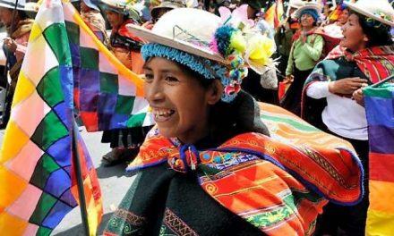 Mujeres indígenas rechazan la ley minera que pretenden gobierno y mineros