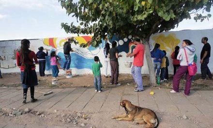 El pueblo pintó murales para recibir a asambleas de todo el país