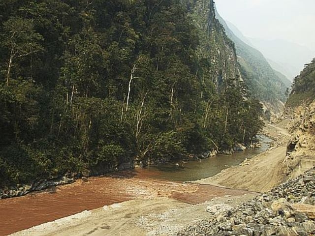 Vertido de mina de cobre contamina río en noroeste de China