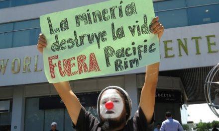 Salvadoreños rechazan demanda de minera canadiense contra su país