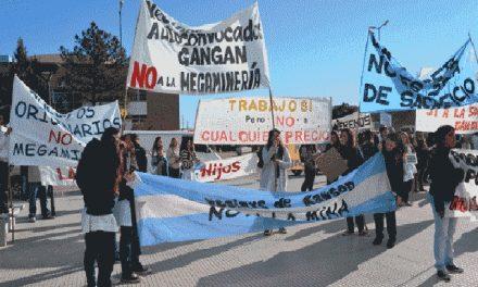 El pueblo lo avala: ingresó a la Legislatura la Iniciativa Popular para prohibir la megaminería en Chubut
