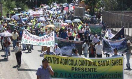 Campesinos se movilizaron para rechazar extracción minera en Azuay