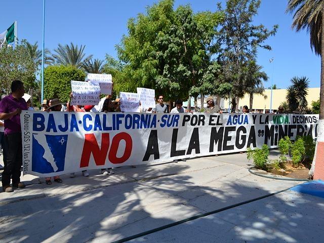 «Fuera minas», exigen vecinos en el Congreso del Estado