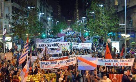 Miles de uruguayos marcharon contra la megaminería, los agronegocios y los puertos para el saqueo