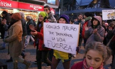 Exigen justicia por agresión a manifestante anti minería