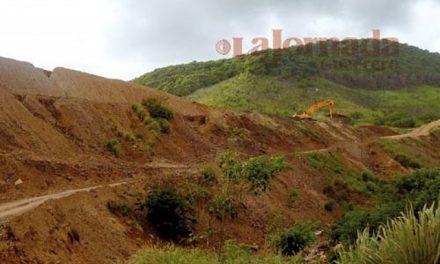 Impotentes, los costeños atestiguan cómo las mineras explotan sus tierras y aguas