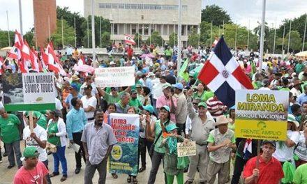 Protesta de sacerdotes y fieles contra proyecto minero de Glencore Xstrata
