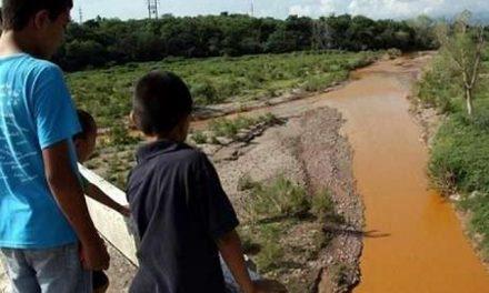 Posponen la vuelta a clases en 88 escuelas por derrame tóxico minero