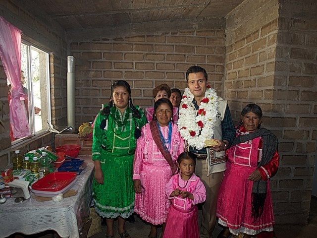 Peña Nieto: Matar campesinos y apoyar mineras canadienses