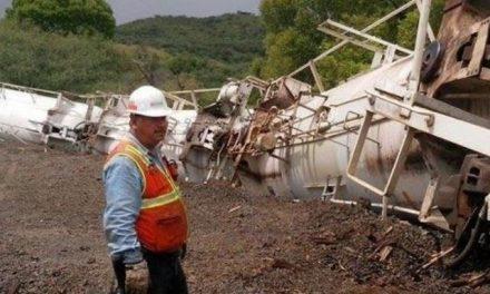Descarrila un tren con ácido sulfúrico de minera Grupo México