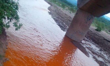 Restringen suministro de agua en Sonora por derrame de tóxicos mineros