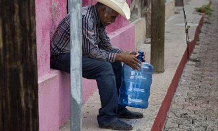 Miles de mexicanos indignados y sin agua por vertido de minera reclaman conocer riesgos