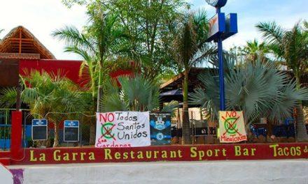 Pobladores en Todos Santos colocan pancartas contra la minera Los Cardones