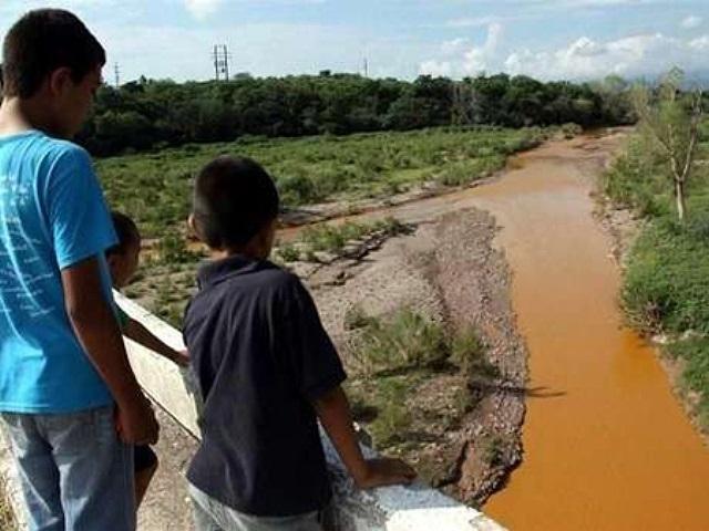 16 personas con problemas de salud por derrame minero en Río Sonora