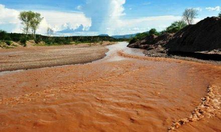 Perforán pozos para abastecer de agua a población afectada por derrame minero
