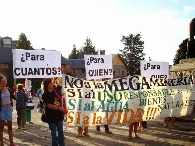 """""""¿Está usted de acuerdo con la explotación de megaminería a cielo abierto en Río Negro?"""""""