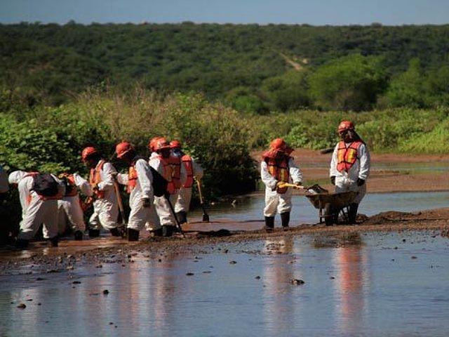 Alcaldes emplazan a Grupo México por derrame tóxico minero en Sonora