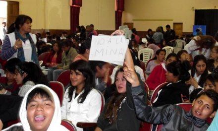 En Santa María, alumnos reprobaron la exposiciòn sobre minería de la que participaban
