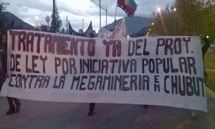 Se movilizaron en la Comarca Andina respaldando la Iniciativa Popular