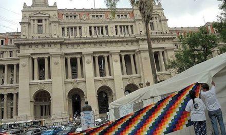 Acampan frente a la Corte Suprema pidiendo la nulidad de permisos de Minera Agua Rica