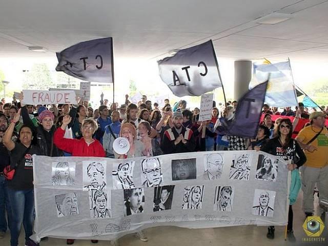 Marcha en Rawson: vecinos exigieron el veto de la ley de zonificación minera