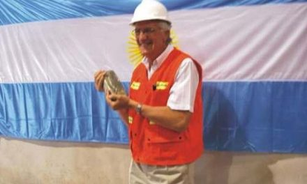 """Distinguen al gobernador Gioja como el """"Minero del Año"""""""
