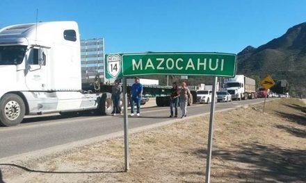 Afectados por derrame en el Río Sonora bloquean carretera exigiendo soluciones