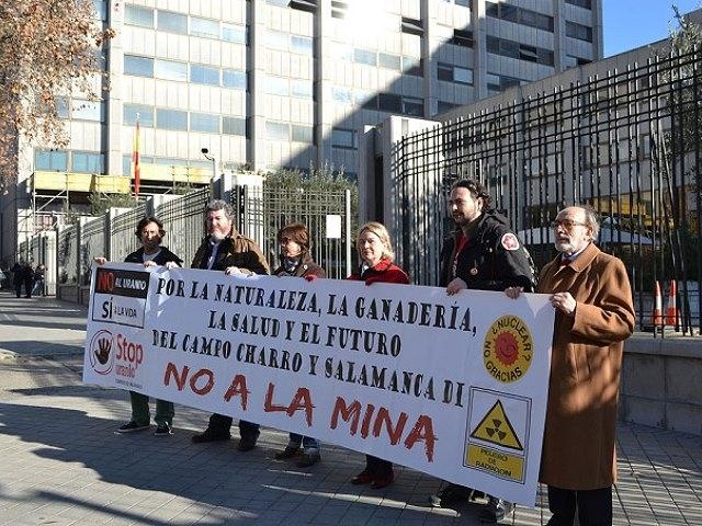 Entregaron 115.000 firmas contra la mina de Berkeley