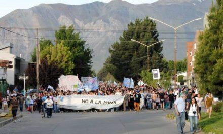 4/dic/14 Marcha VI: la dignidad esquelense marchó por la vida contra el engaño de políticos y mineras