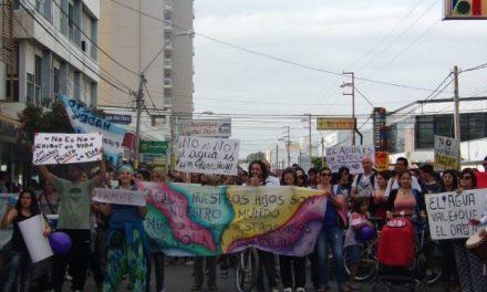4/dic/14 – Marcha V: Por la vida, movilización en Pto. Madryn contra la ley de las mineras