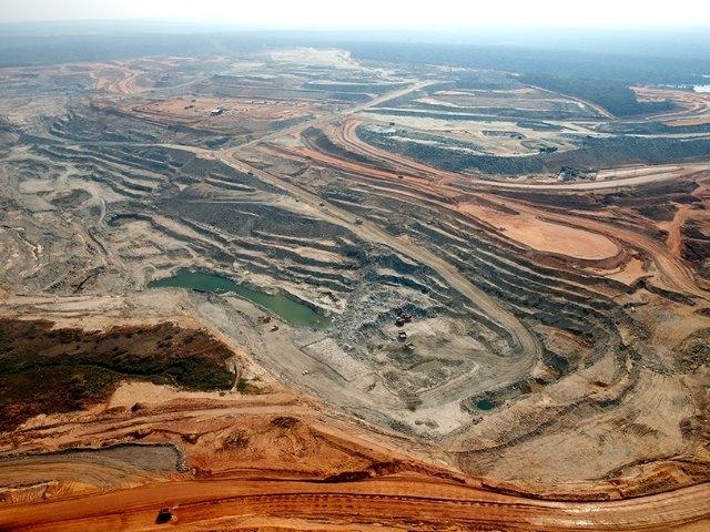 Todo para mí: Barrick cierra una mina en África por aumento de las regalías