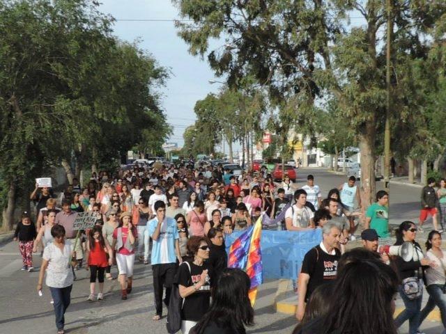 """4/dic/14 – Marcha III: Gran marcha en Rawson """"sí a la vida, NO a la megaminería"""""""