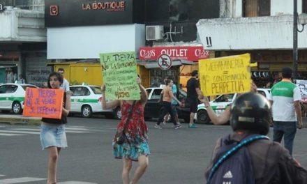 4/dic/14 – Marcha VIII: Jóvenes en La Plata difundieron la lucha por un Chubut sin megaminería