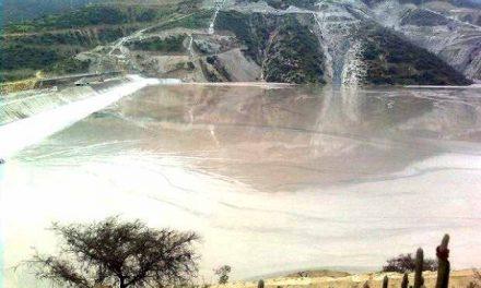 Nueve relaves mineros amenazan a damnificados tras temporal