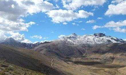 Agua-vida en serio peligro: proyecto minero en las faldas del Nevado Apu Qarwarasu