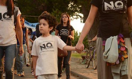 «Somos bosque» en la nutrida marcha por el NO A LA MINA