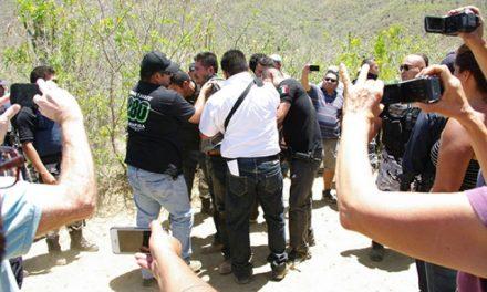 Ciudadanos corren a seguridad de minera Los Cardones, que despojaron a rancheros de sus tierras