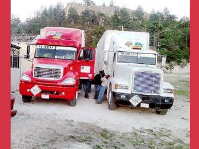 Por irregularidades inmovilizan camiones con 50 Tons. de sales de cianuro para una minera