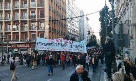 Masiva manifestación anti-minera obliga a mercenarios de minera a adelantar su salida de Atenas