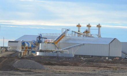 A 2 km de Dolavon una empresa ya industrializa arenas para Vaca Muerta