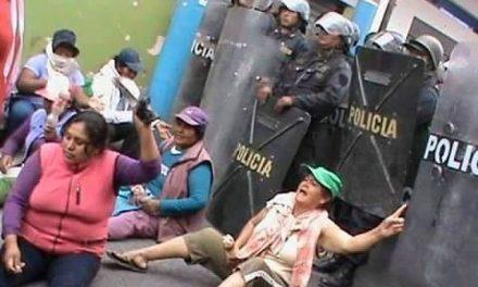 Invasión militar de Cocachacra enfrentada por las mujeres en primera línea